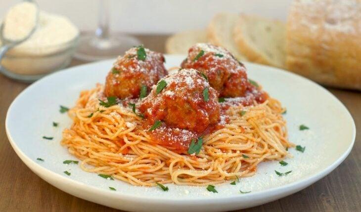Espagueti con salsa