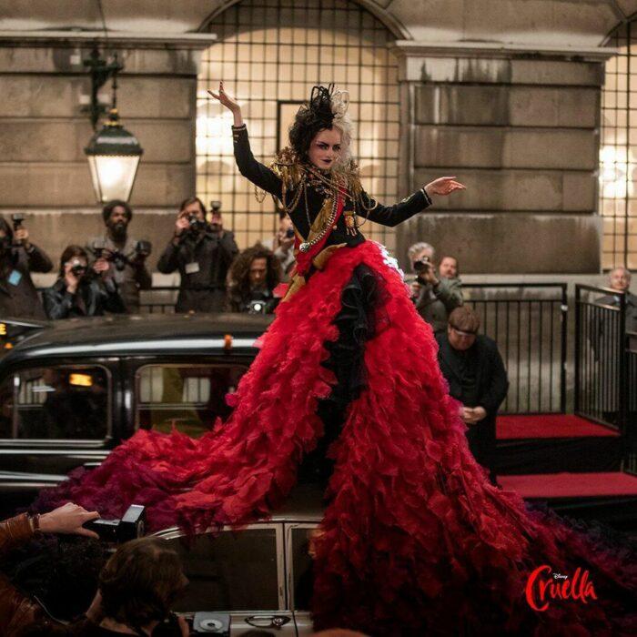 Escena de la película Cruella con Emma Stone; 'Cruella' podría tener una segunda parte y ya estamos listas para verla