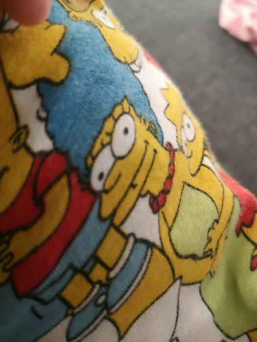 Marge con dos bocas en una pijama