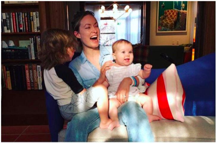 Olivia Wilde jugando con sus hijos