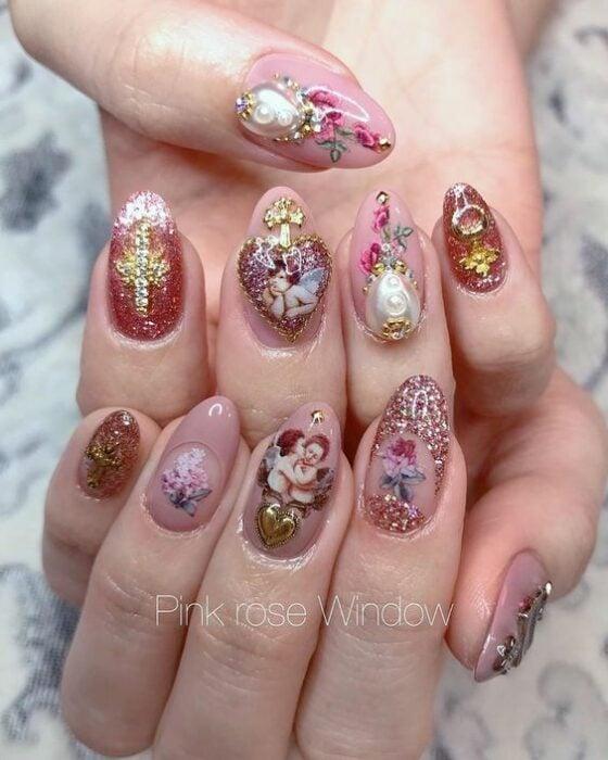 Manicura con detalles victorianos ;14 Manicuras estilo rococo para llenar tus uñas con piedritas