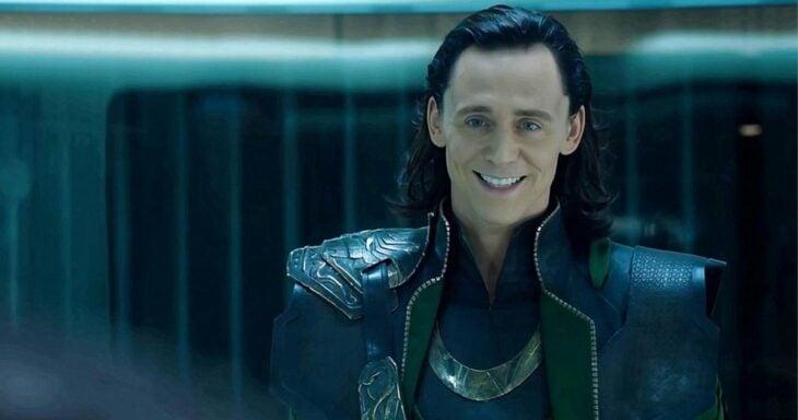 Tom Hiddleston como Loki;  Marvel confirma que Loki es de género fluido en su último tráiler