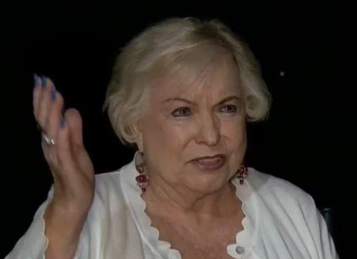 Julia Yonkowski mujer que recibió en su cuenta mil millones de dolares