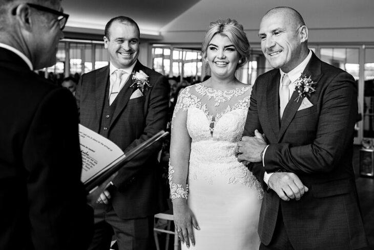 Papás e hijas el día de su boda  (11)
