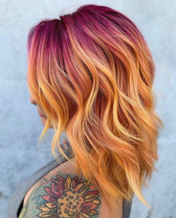 chia con tinte naranja y rosa ;Peinados que puedes hacer con tu cabello colorido
