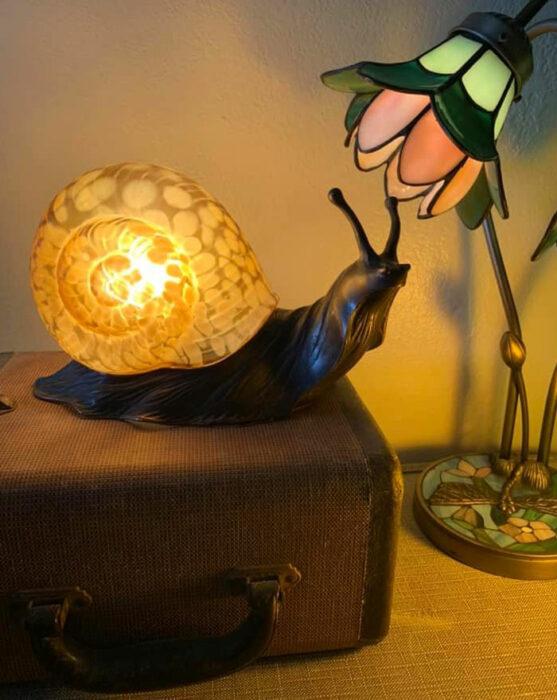 Lámpara en forma de un caracol