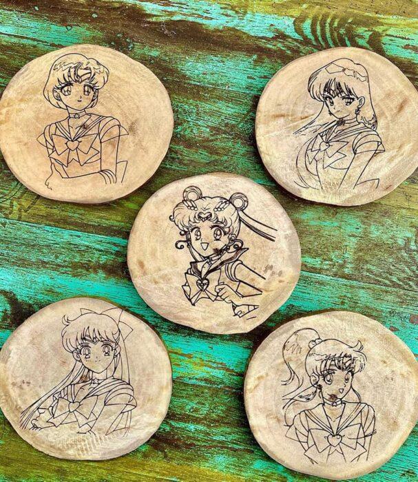 Portavasos con Sailor Scouts ;Prisma Lunar, la cerveza inspirada en 'Sailor Moon' para brindar en el nombre de a luna