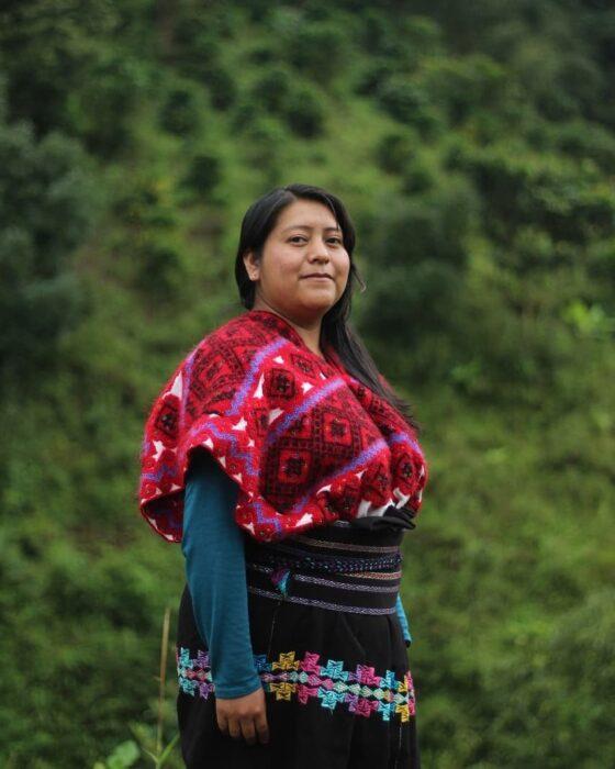 Mujer indígena de México posando para una fotografía