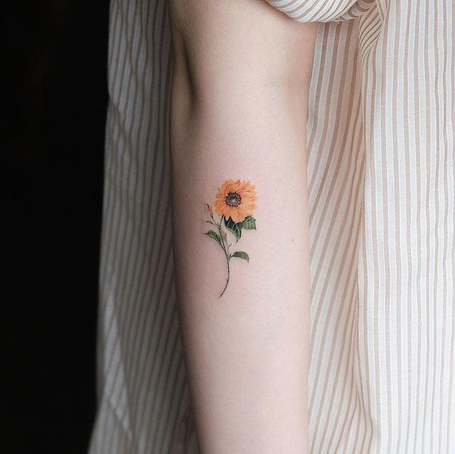 tatuaje de girasol ;18 Tatuajes botánicos para hacer de tu piel un jardín secreto