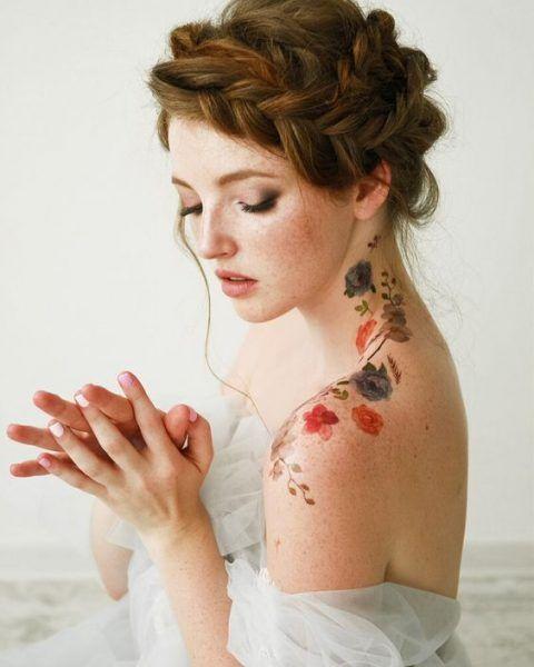 Tatuaje de flores en el hombro ;18 Tatuajes botánicos para hacer de tu piel un jardín secreto