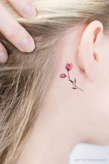 tatuaje detrás del oído ;18 Tatuajes botánicos para hacer de tu piel un jardín secreto
