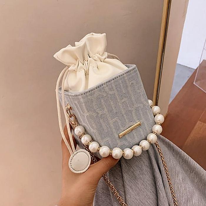 mini bolso, bolsita, bolso pequeño, micro bolso de piel, con asas gruesas, delgadas, correa larga, en color blanco, rosa, morado, negro, bordado, con perlas y cadenas doradas