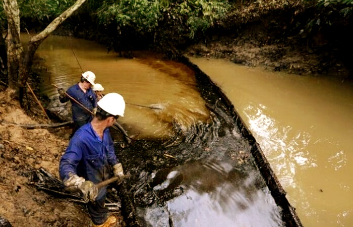 derrames de petróleo en ríos, lagos, mares