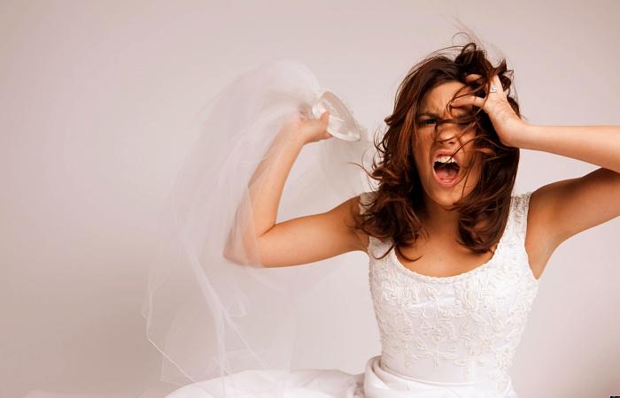 novia enojada, exigente, bridezilla