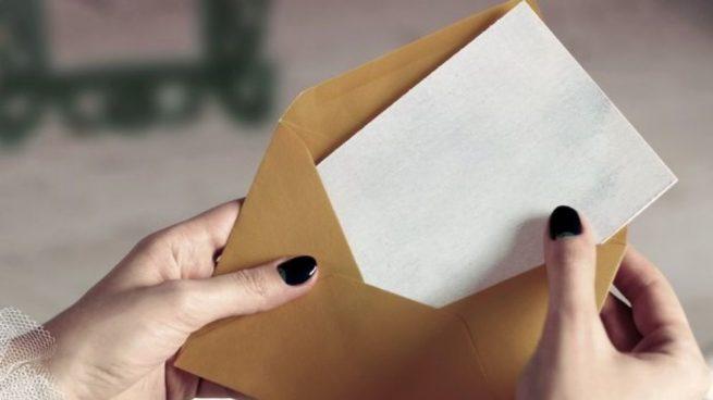 Carta dentro de un sobre ;15 Vecinos tan molestos que no te gustaría vivir en su vecindario