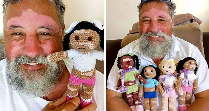Abuelo sosteniendo muñecos tejidos ;16 Abuelitos cuya edad no les impide divertirse al máximo