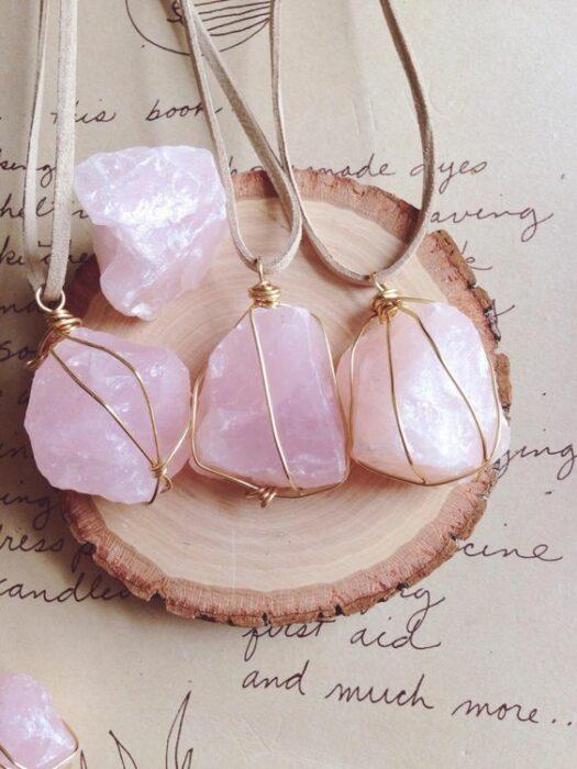 cuarzo rosa; 5 Cristales mágicos para llenarte de amor propio