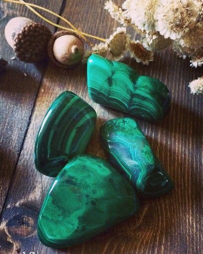 Malaquita; 5 Cristales mágicos para llenarte de amor propio