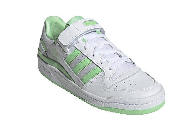 Tenis adidas blancos con color verde