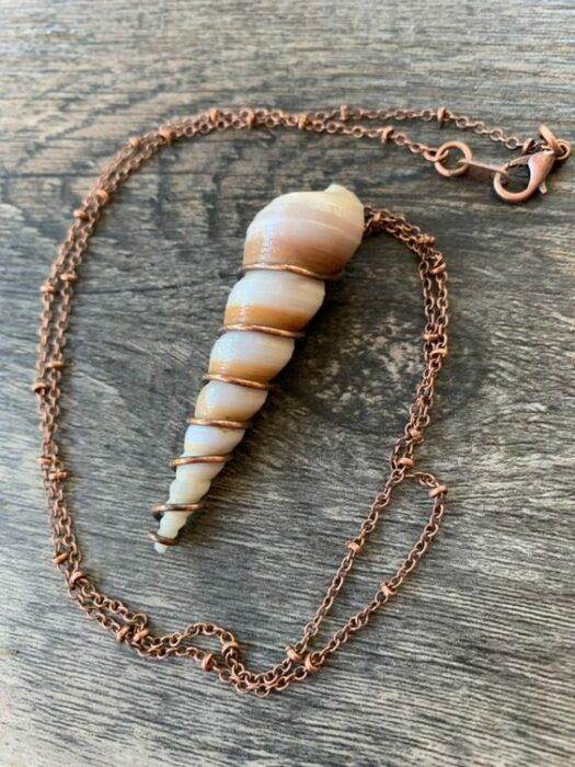 Collar de concha marina