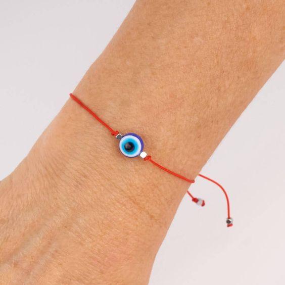 Pulsera de hilo rojo con ojo turco