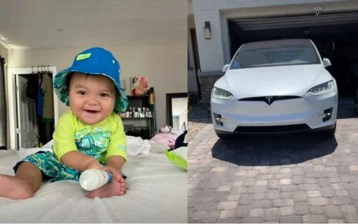 Bebé sentado en un sofá; Bebé usa el celular de su mamá y gasta 10 mil dólares en actualizaciones para un Tesla