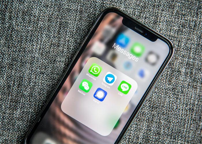 Telefono celular mostrando la pantalla