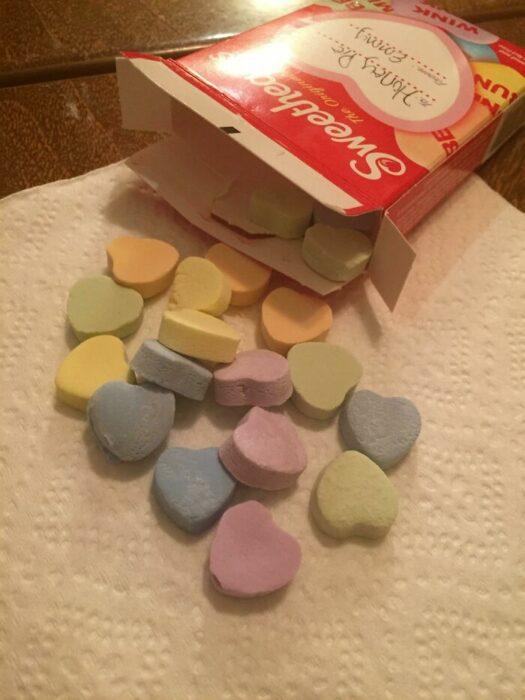 caramelos de corazón ;personas que fueron estafadas al comprar comida rápida
