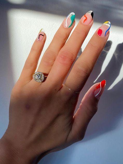 Uñas con curvas de colores ;15 Ideas para enchular tu manos con un estilo minimalista