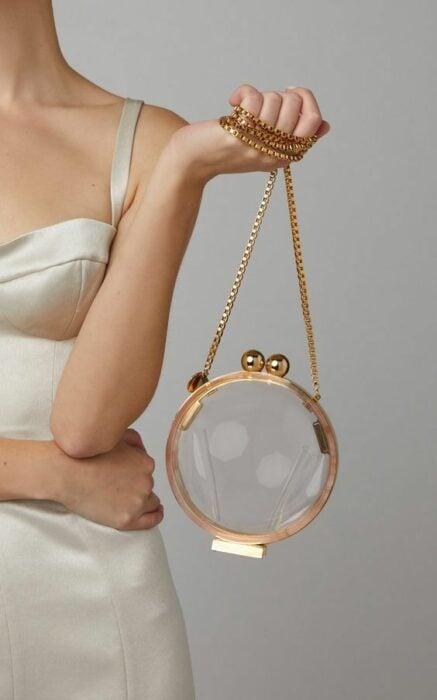 Bolso circular con correa dorada ;Monederos transparentes que vas a querer
