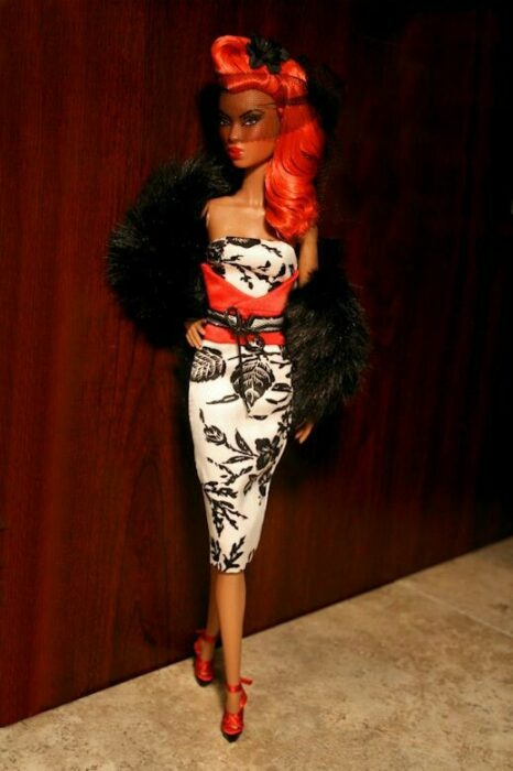 Muñeca con vestido a flores negras ;Muñecas Barbie con estilo Pin Up