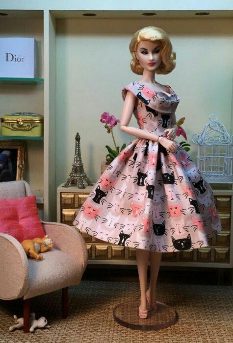 Muñeca con vestido de gatos;Muñecas Barbie con estilo Pin Up