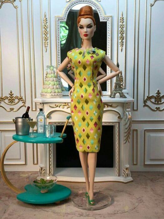 Muñeca con vestido verde a puntos ;Muñecas Barbie con estilo Pin Up