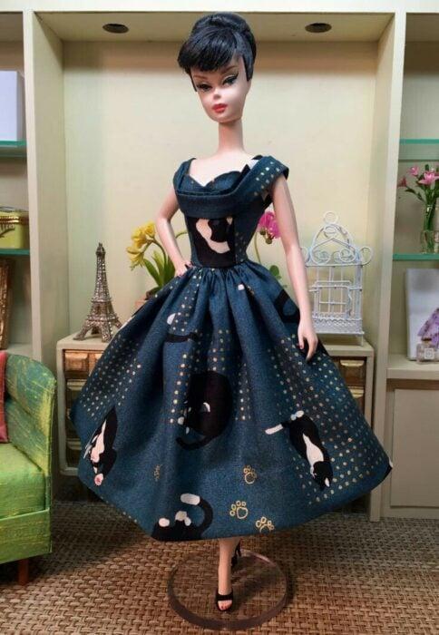 Muleca con vestido azul marino ;Muñecas Barbie con estilo Pin Up