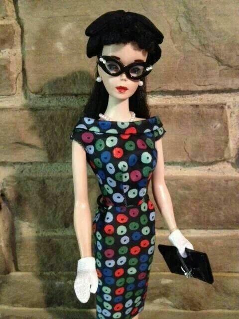 Muleca con gafas oscuras ;Muñecas Barbie con estilo Pin Up