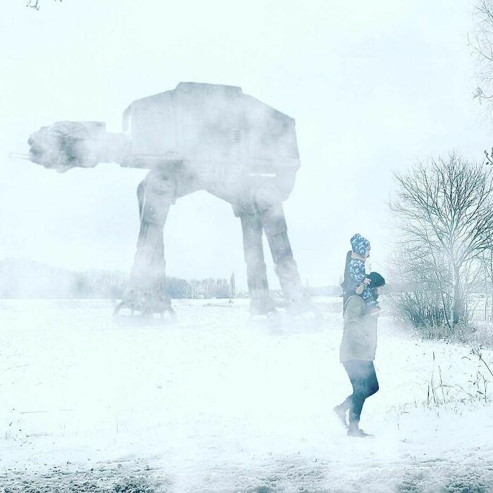 Caminando en la nieve ;Papá le envía a su novia estas fotos cada vez que le pregunta si sus bebés están bien
