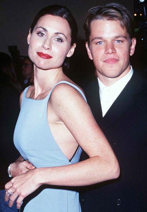 Matt Damon y Minnie Driverposando para una fotografía
