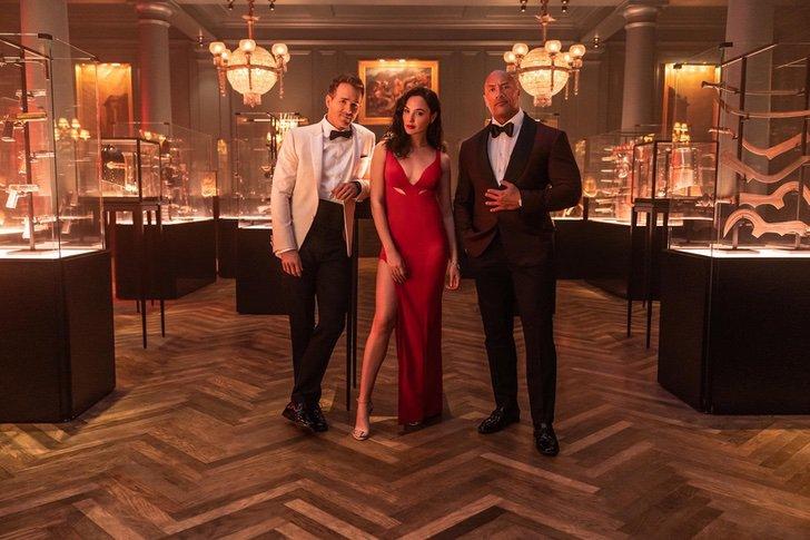escena de la película Red Notice con Gal Gadot, Ryan Reynolds y Dwayne Johnson; 'Red Notice', la películas más cara de Netflix, se estrenará en noviembre