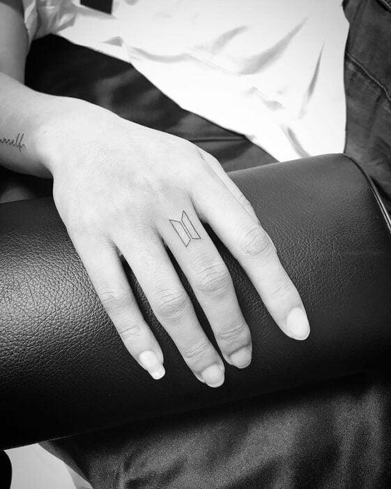 Símbolo de BTS ;15 Tatuajes para llevar tu amor por BTS al siguiente nivel