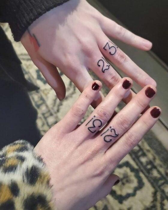 Números y signos de escritura ;15 Tatuajes para llevar tu amor por BTS al siguiente nivel