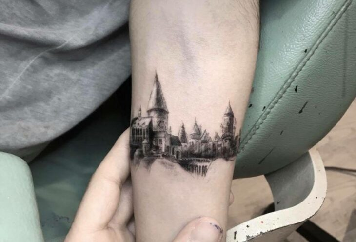 Castillo mágico ;18 Tatuajes inspirados en 'Harry Potter' que te llevarán de vuelta a Hogwarts