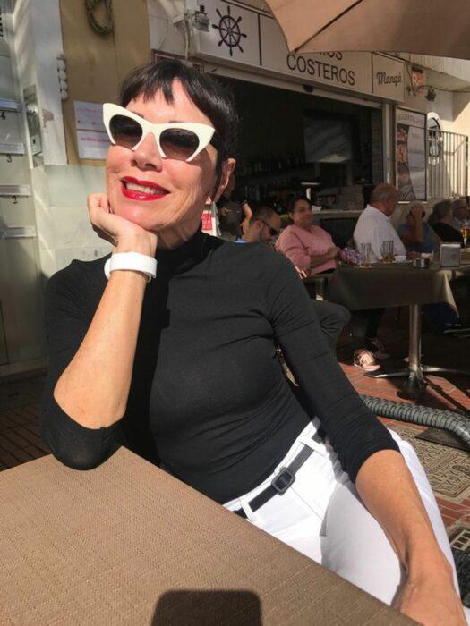 Norma Williams con gafas de sol ;Tiene 72 años pero mantiene una silueta como de modelo que sorprende a todo internet