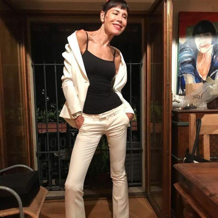 Norma Williams con traje sastre ;Tiene 72 años pero mantiene una silueta como de modelo que sorprende a todo internet