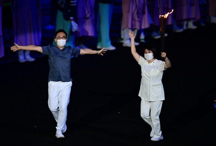 Personal médico; Tokio 2020 Así se vive la inauguración de los Juegos Olímpicos