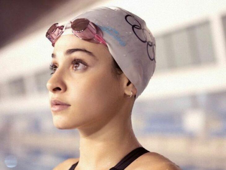 Yusra Mardini nadando durante los juegos olímpicos de tokio 2020