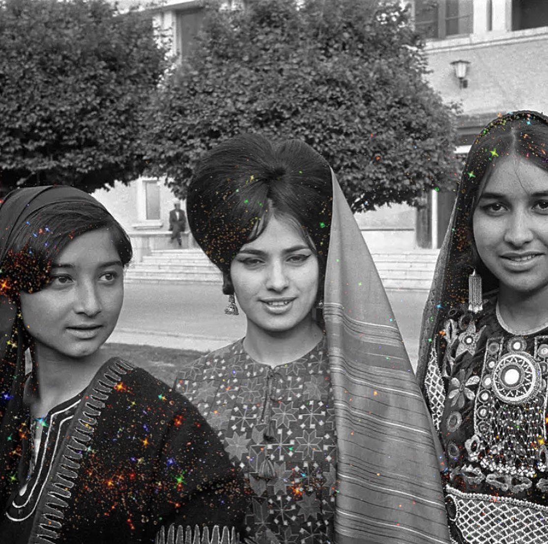 Mujeres sonriendo ;Así era la vida de las mujeres de Afganistán en los años 70