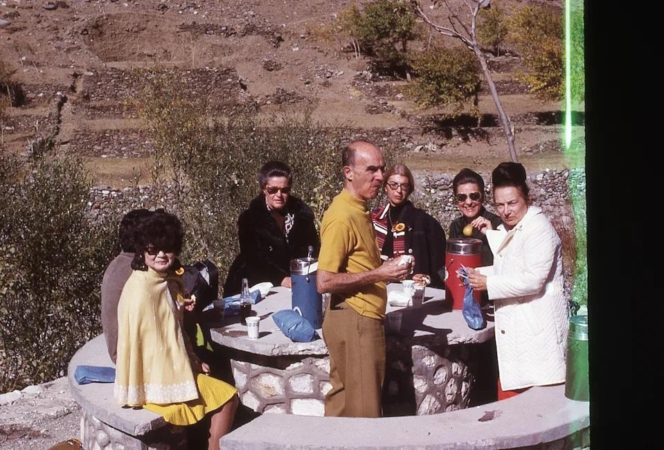 Mujeres de campamento familiar ;Así era la vida de las mujeres de Afganistán en los años 70