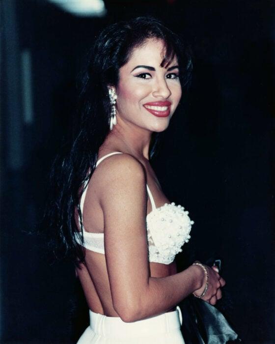 Selena Gomez posando para una fotografía