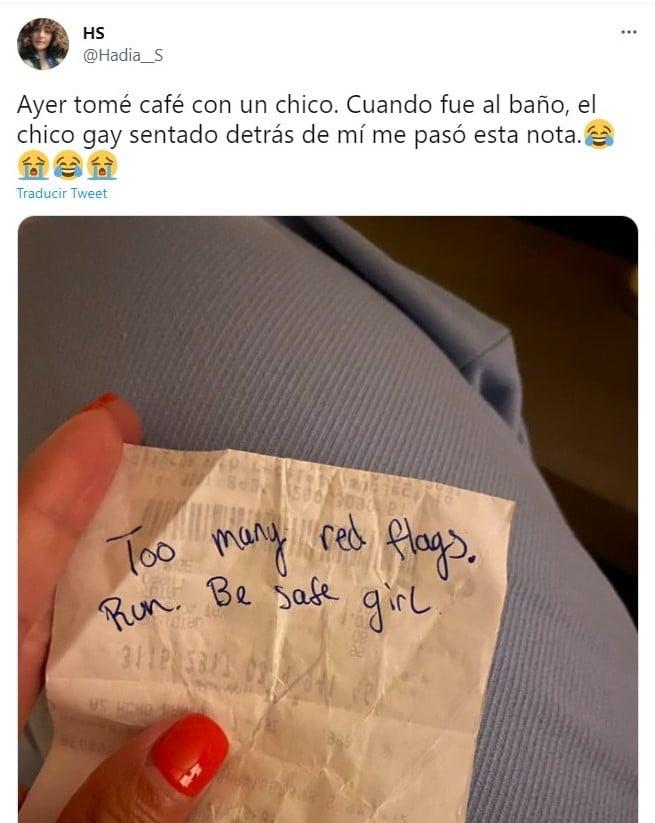 Mensaje escrito; Desconocido alertó a una chica en medio de una cita. Eran demasiadas malas señales