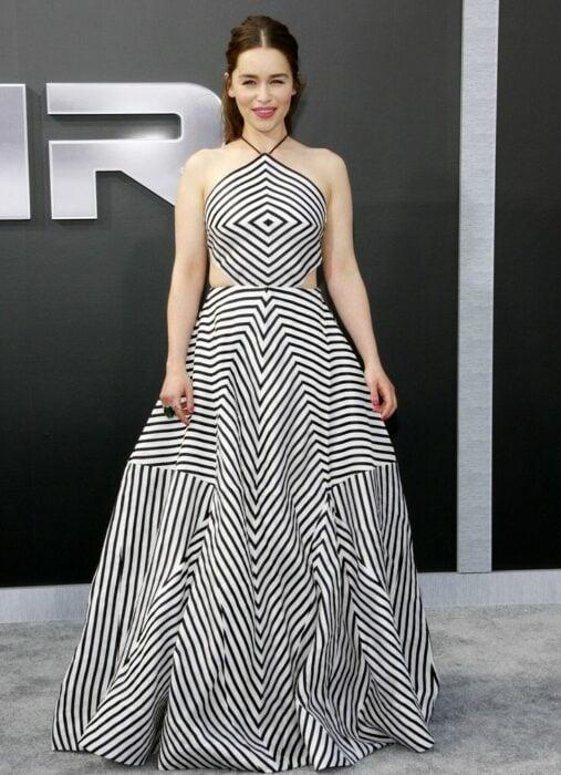 Famosas usando vestidos con ilusiones ópticas
